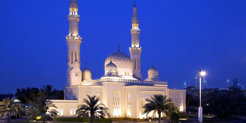 """Bên trong nhà thờ này là cả một thế giới về lịch sử, văn hóa Hồi giáo. Với những ai say mê văn hóa Ả Rập thì đây chính là nơi họ cần đến. Ngoài ra, nhà thờ này cũng là địa điểm lí tưởng nếu bạn cần một bầu không khí thanh tịnh để """"chạy trốn"""".(Ảnh: Internet)"""