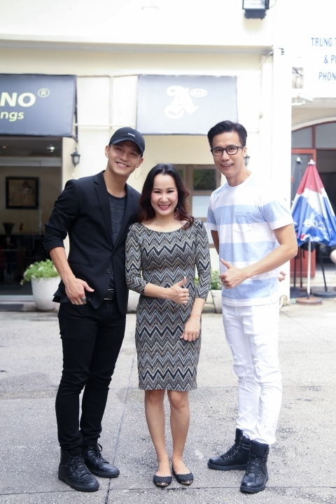Bộ ba giám khảo: nhạc sĩ Giáng Son, nam ca sĩ Cường Seven và biên đạo múa Lê Việt.