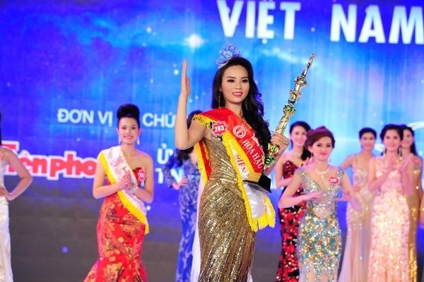 Chủ đề của các câu hỏi ứng xử tại Hoa hậu Việt Nam xoay quanh các vấn đề mang tính chất thời sự của xã hội và đất nước. Thông qua câu trả lời, các thí sinh có cơ hội chứng minh vốn hiểu biết, khả năng hùng biện và đưa ra những thông điệp thiết thực, xuất phát từ trái tim. Không ít Hoa hậu, Á hậu Việt Nam từng sở hữu những câu trả lời thuyết phục khiến khán giả tâm đắc.