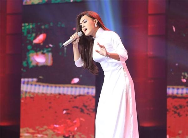 Ở tập 8,Khánh Hoàng chọn ca khúc Thương ca mùa hạ của nhạc sĩ Thanh Sơn, một trong những ca khúc được Minh Tuyết thể hiện rất thành công tại sân khấu hải ngoại. Đây cũng là một ca khúc thuộc dòng nhạc sở trường của nam ca sĩ.