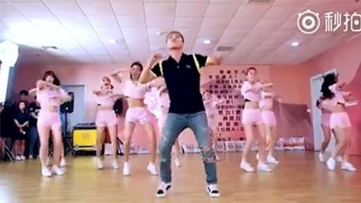 Seungri tự tin nhảy theo điệu nhạc nữ khiến fan cười ngất