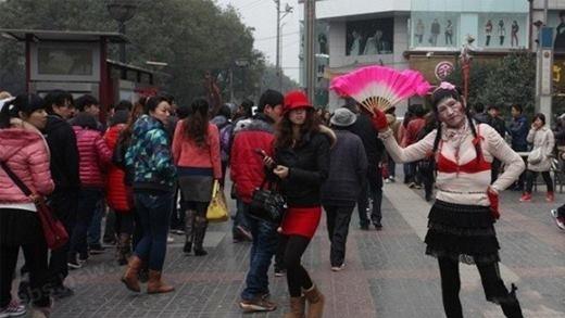 Choáng trước phong cách thời trang đường phố kì lạ tại Trung Quốc