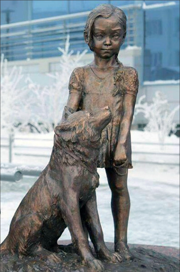 Bức tượng của cô bé và chú chó cưng được dựng để kỉ niệm câu chuyện cảm động.