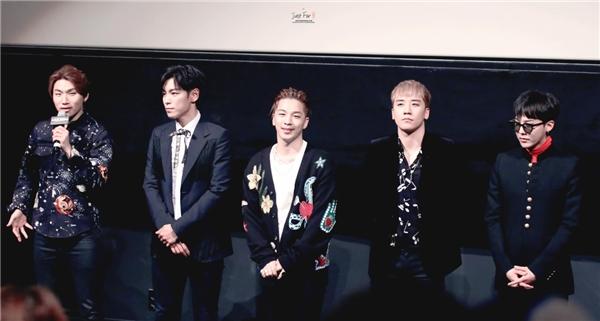 """""""Phát sốt"""" với ảnh """"lộ hàng"""" của G-Dragon và T.O.P"""