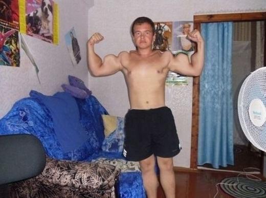 Cơ bắp phải như Thủy thủ Popeye thế này mới chịu nhé.
