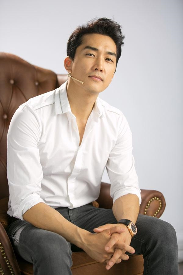 Song Seung Hun cũng lọt top những soái ca sơ mi trắng. (Ảnh: Internet)