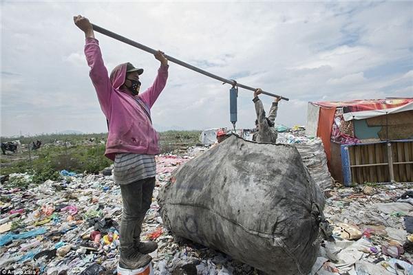 Cuộc sống của những con người mở mắt ra là đã nhìn thấy rác