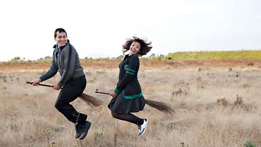 Chết cười với những kiểu thông báo kết hôn hết sức