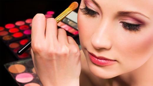 5 sự thật phũ phàng đối với những nàng nghiện trang điểm