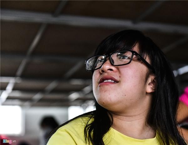 Thí sinh Trần Thị Hải (sinh năm 1996, đến từ Ba Vì) khi sinh ra đã bị xương thuỷ tinh giống anh trai mình, di truyền từ bố. Bệnh này xương dễ gãy, em đã phải nghỉ 2 năm rồi mới tiếp tục theo học.