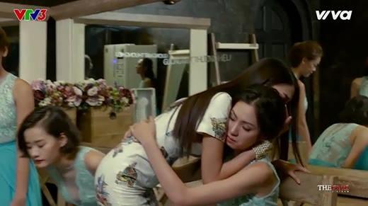 Lan Khuê bật khóc khi bị Phạm Hương thẳng tay loại thí sinh của mình