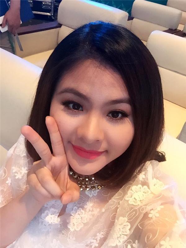 Theo thông tin từ người bạn thân thiết của Vân Trang cho biết cô đang mang bầu con gái đầu lòngvà dự kiến em bésẽ chào đời vào khoảng tháng 10 năm nay. - Tin sao Viet - Tin tuc sao Viet - Scandal sao Viet - Tin tuc cua Sao - Tin cua Sao