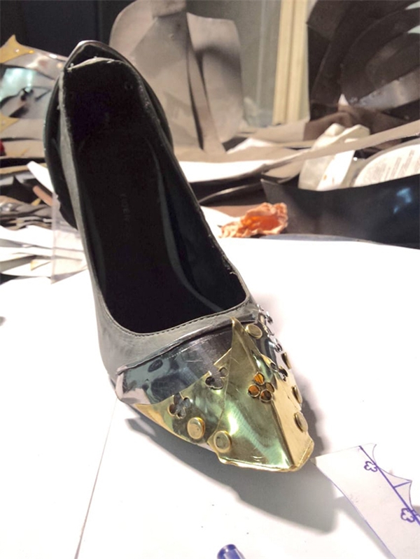 Tuy nhiên qua bàn tay tài hoa của Alan, chiếc giày đã có một diện mạo hoàn toàn mới, lung linh hơn hẳn.