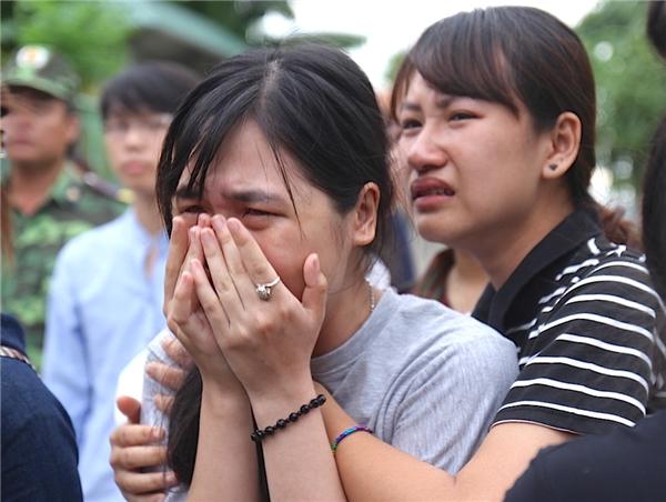 Nghẹn ngào đưa tiễn 3 nữ sinh Ngoại thương gặp nạn về nơi vĩnh hằng
