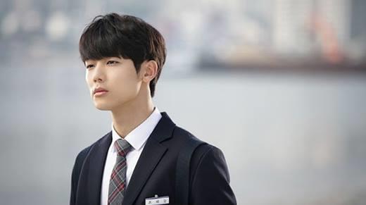 5 thần tượng xứ Hàn thành công rực rỡ khi chưa bước qua tuổi 20