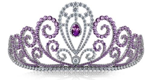 Chiếc vương miện Hoa hậu Thế giới Người Việt có giá 1 tỉđồng. Vương miện nạm 606 viên đá quý gồm kim cương và Amethyst chất lượng tuyệt hảo có kích thước từ 2 đến 12 litrên nền chất liệu vàng trắng.