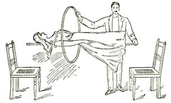 Chiếc vòng sắt được ảo thuật gia dùng phụ họa trong màn ảo thuật cũng có thiết kế đặc biệt.