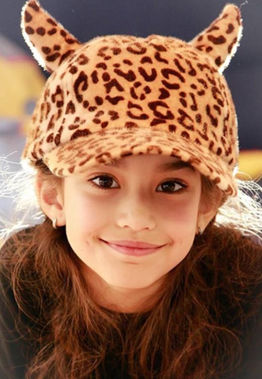 Natascha sở hữu đôi mắt sâu tròn hút hồn, khuôn mặt thanh tú cùng nụ cười tỏa nắng.