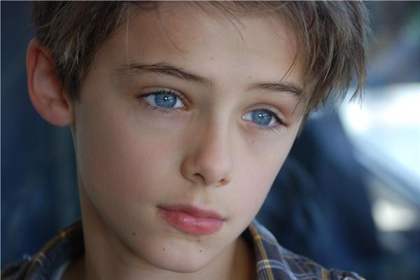 Đôi mắt xanh hút hồn của William khiến không biết bao nhiêu trái tim đã bị chinh phục.