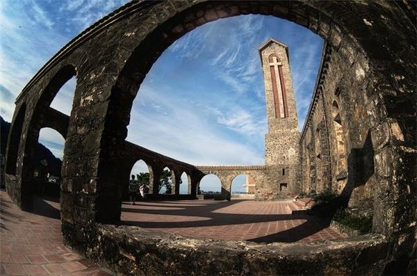 Du lịch Nha Trang - Nhà thờ Đá - Nét Pháp cuối cùng còn tồn tại đến ngày nay