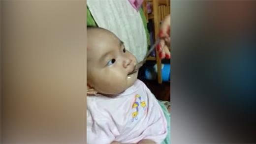 Lý Hải khoe clip con gái lần đầu tập ăn chua siêu dễ thương