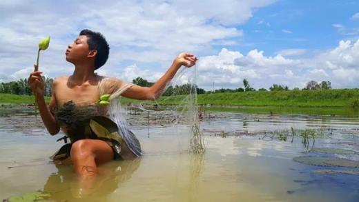 Cậu bé Thái Lan gây sốt nhờ bộ ảnh thời trang
