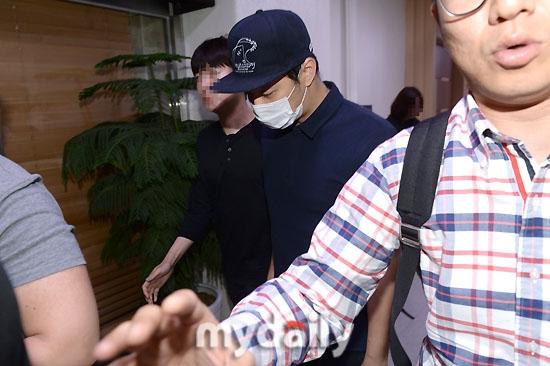 Yoochun xuất hiện trước công chúng sau khi liên tiếp bị tố xâm hại.