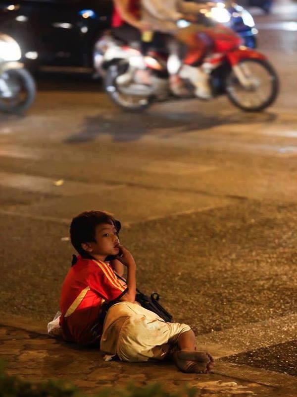 Sài Gòn hoa lệ, hoa cho người giàu, lệ cho người nghèo, lệ cho những đứa trẻ lang thang không nơi nương tựa. (Ảnh: Internet)