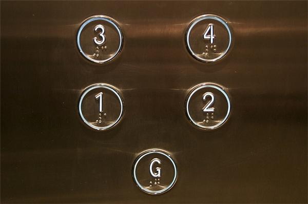 Vì sao nút bấm thang máy lại có những chấm nhỏ này?