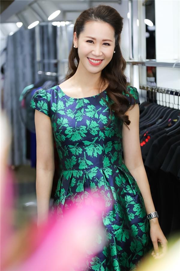 Từng là gương mặt MC nổi tiếng của VTC trong các chương trình thể thao, Dương Thuỳ Linh lấn sân showbiz sau khi đoạt giải Hoa hậu thân thiệntại cuộc thi Hoa hậu Hoàn vũ Việt Nam 2008.
