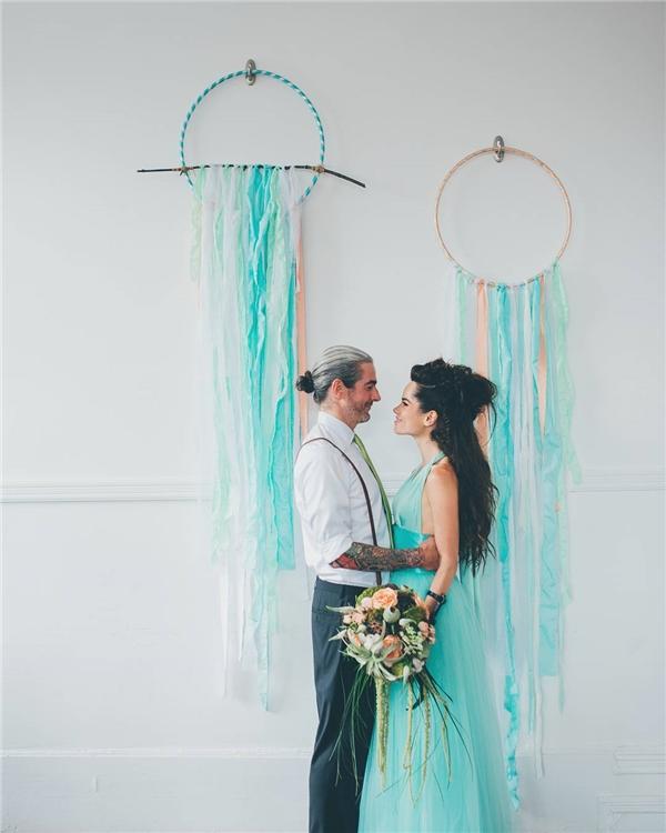 Gam màu xanh tiffany thời thượng,trẻ trung khi được sử dụng cho váy cưới sẽ mang đến nét đẹp hiện đại cho cô dâu.(Ảnh: Instagram)