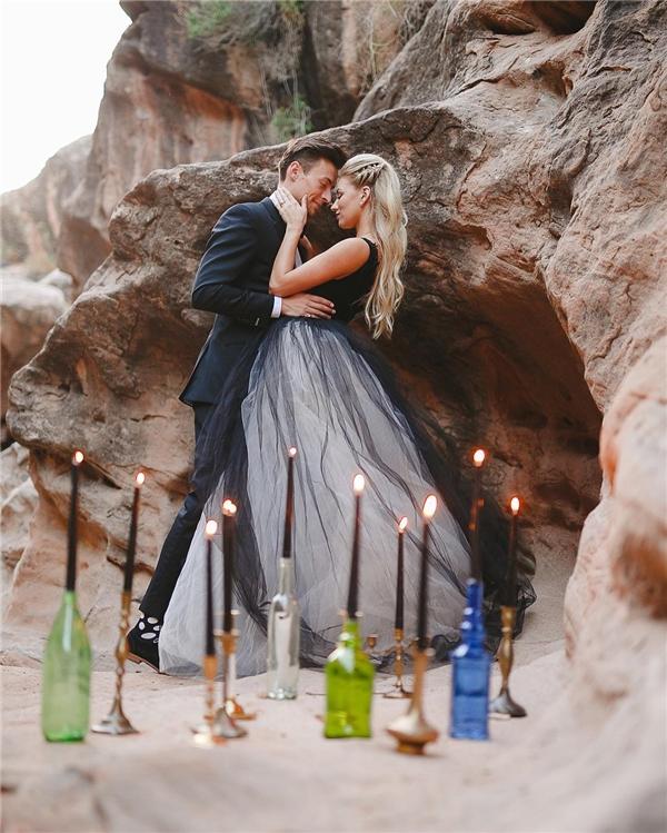 Lại một gợi ýáo cưới tông đen hay ho cho cô dâu.(Ảnh: Instagram)