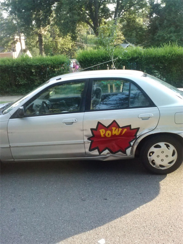Người chủ chiếc xequảthật có tâm khi nói hộ thân xe bị hư bằng tấm biển hài hước này.
