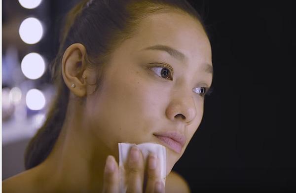 Không chỉ sắc vóc mà làn da, gương mặt của Lily Nguyễn đều toát lên nét khỏe mạnh. Những đường nét góc cạnh của nữ người mẫu vô cùng ăn ảnh.