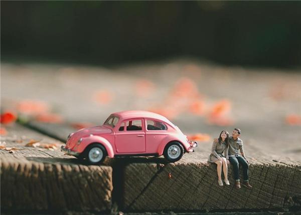 Cặp đôi trẻ như lạc vào một thế giới lạ mà quen.(Ảnh:Ekkachai Saelow)
