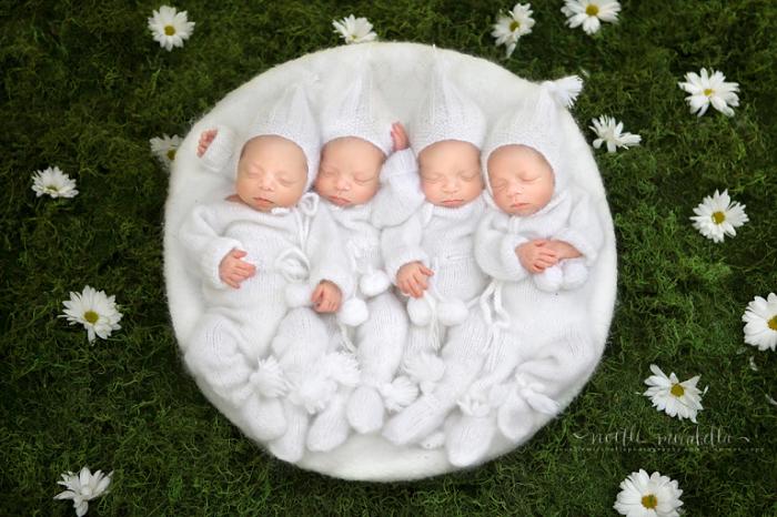 Theo chia sẻ từ bố mẹ, dù sinh non nhưng bốn bé vẫn rất khỏe mạnh và phát triển bình thường.