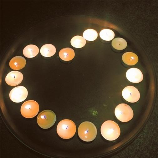 Mới đây, vào khuya ngày 12/07,Trấn Thành đã bất ngờ tổ chức buổi tiệc ấm cúng, sang trọng trong không gian lãng mạn với nến, hoa và tiếng nhạc du dương để ngỏ lời cầu hôn Hari Won. - Tin sao Viet - Tin tuc sao Viet - Scandal sao Viet - Tin tuc cua Sao - Tin cua Sao
