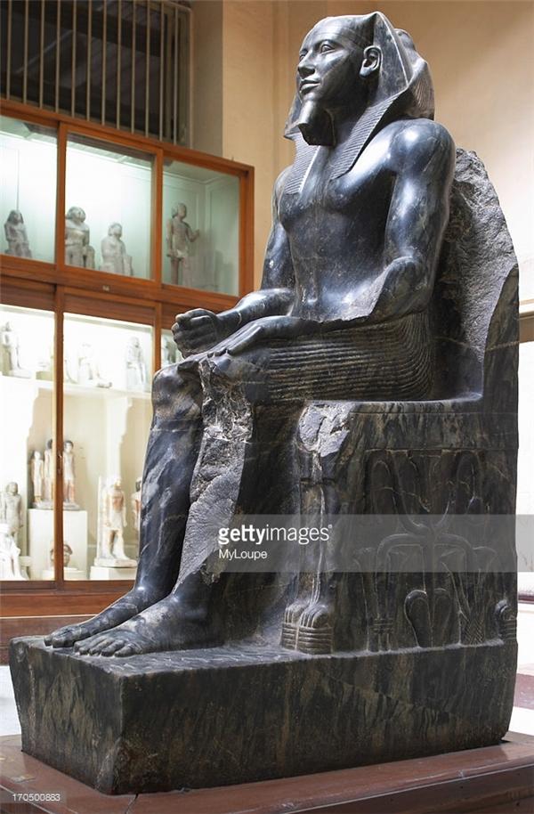 Bức tượng của PharaohKhufubằng đá cẩm thạch đen. (Ảnh: Internet)
