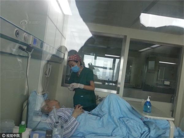 Ông bố 35 tuổi bị bạch cầu cấp tính và con trai là hi vọng cuối cùng để anh có thể được cứu sống nhờ hiến tuỷ xương.