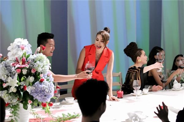Đội Phạm Hương giành chiến thắng nhưng không được sự ủng hộ của khán giả.