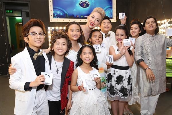 Các thiên thần nhí tài năng trong Vietnam Idol Kids hội ngộ trong đêm chung kết xếp hạng. - Tin sao Viet - Tin tuc sao Viet - Scandal sao Viet - Tin tuc cua Sao - Tin cua Sao