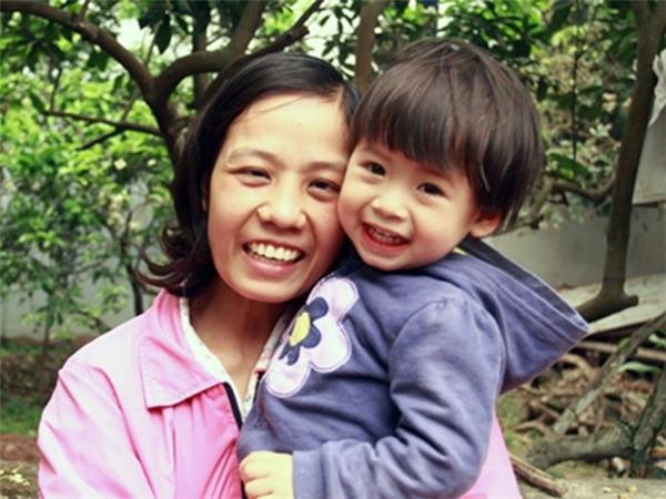 Chị Yên đã hi sinh đôi mắt để con được sinh ra khỏe mạnh.