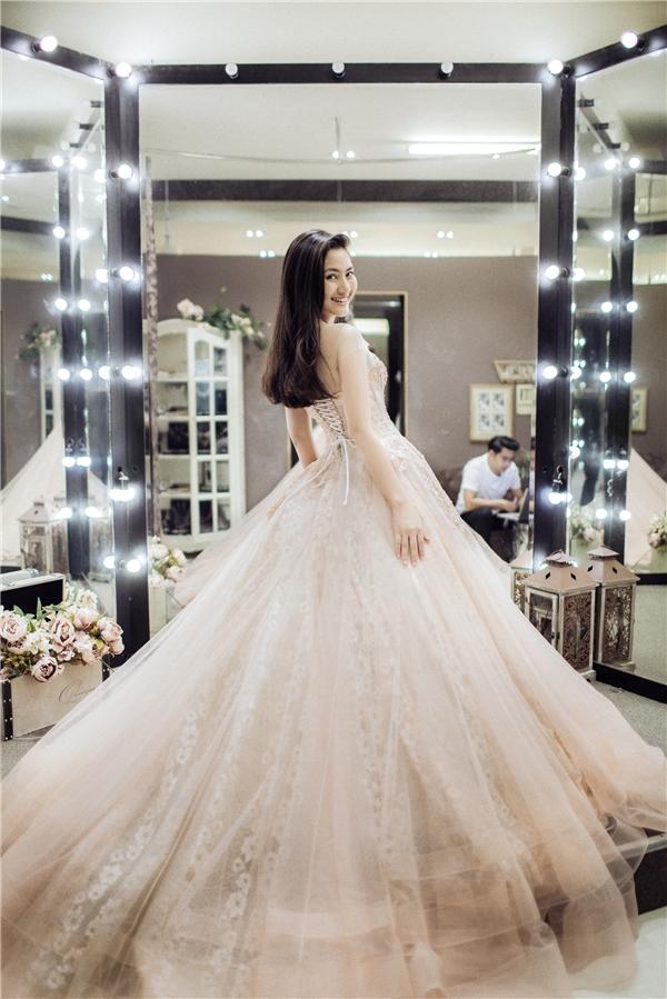TrôngNgọc Lan xinh đẹp không khác gìmột nàng công chúa trong chiếc váy cưới kiêu sa. - Tin sao Viet - Tin tuc sao Viet - Scandal sao Viet - Tin tuc cua Sao - Tin cua Sao