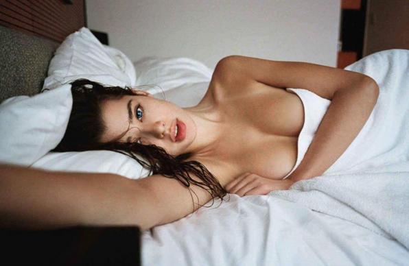 Chết mê với loạt ảnh của cô nàng người mẫu 2 màu mắt