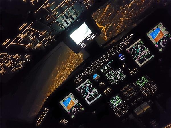 Chuyến bay đêm xuất phát từ Geneva hạ cánh tại sân bay Warsaw Chopin.(Ảnh: Business Insider)