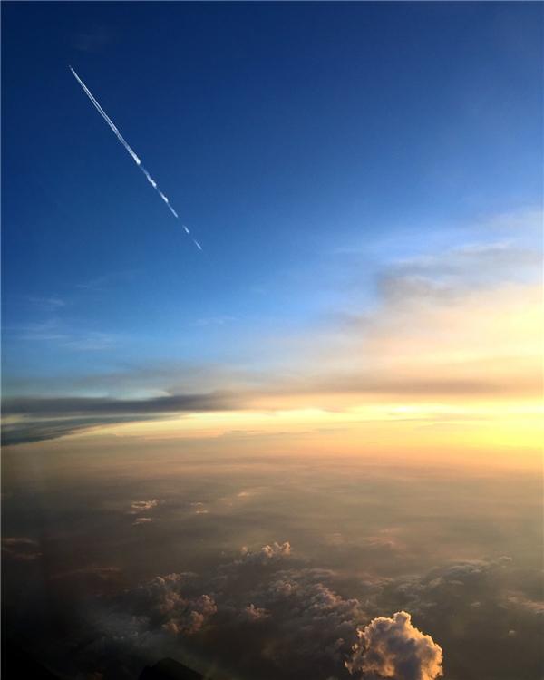 Ở độ cao hàng nghìn kilomet, khung cảnh xung quanh cứ như thuộc một thế giới khác.(Ảnh: Business Insider)
