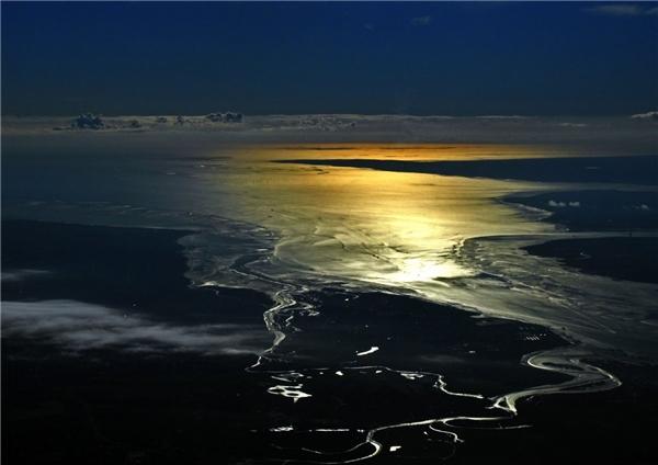 Mặt trời mọc trên biển Bắc.(Ảnh: Business Insider)