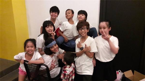 """""""Soái ca"""" Gia Khiêm và Hồ Văn Cường là đôi bạn thân thiết trong ngôi nhà chung Vietnam Idol Kids. Sự nghịch ngợm của hai cậu bé luôn mang đến niềm vui cho các thành viên còn lại.  - Tin sao Viet - Tin tuc sao Viet - Scandal sao Viet - Tin tuc cua Sao - Tin cua Sao"""