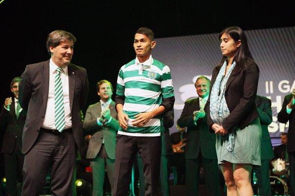 Martunis được tuyển vàohọc viện bóng đá trẻ củaSporting Lisbon năm 2015.(Ảnh: Independent)
