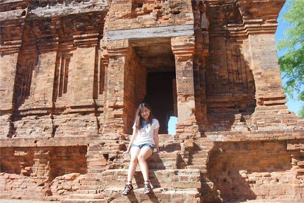 Đừng quên đến Tháp Chàm để khám phá nghệ thuậtkiến trúccủa người Champa cổ.(Ảnh: Travel Foody)
